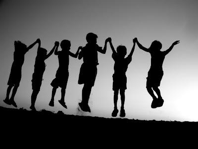 http://3.bp.blogspot.com/-CFHO0qub66Q/Tj3VvFyLdQI/AAAAAAAAAQk/efHZ3JfA5FU/s1600/friendship-grey-children-image-31000.jpg