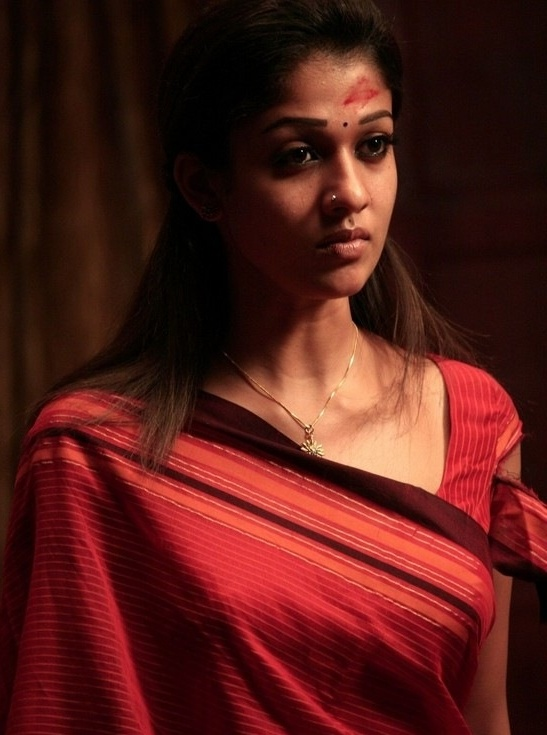 Nayanthara+hot+stills+in+saree