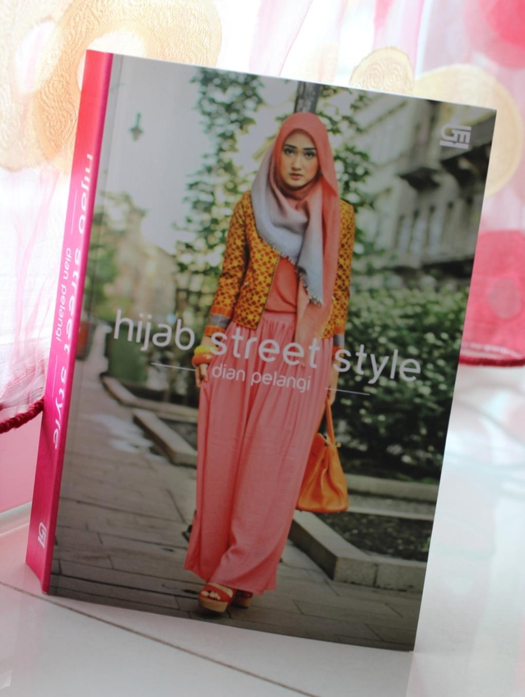 Mungkopas Dian Pelangi Hijab Street Style