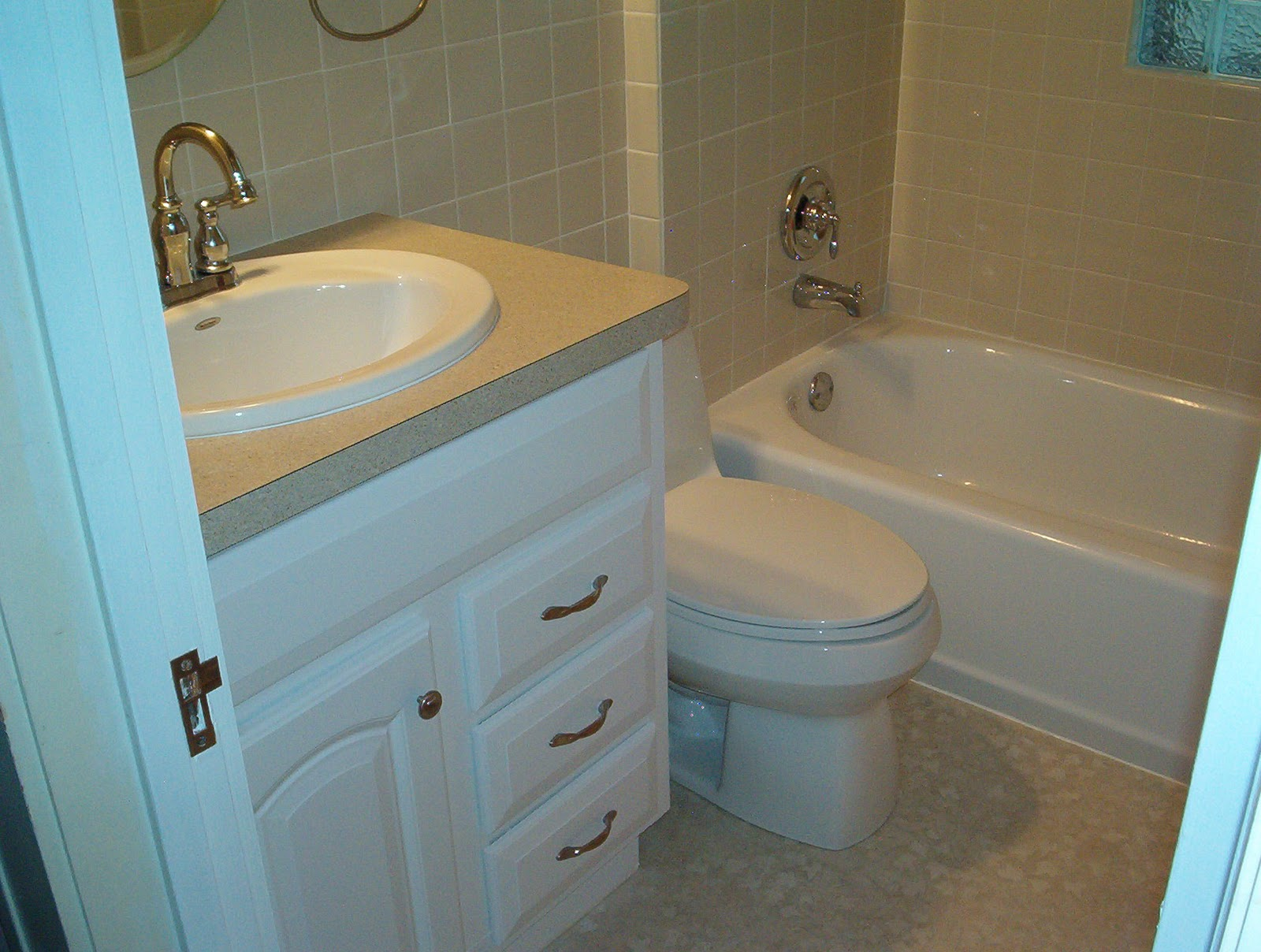 Дизайн ванной комнаты очень маленького размера 6