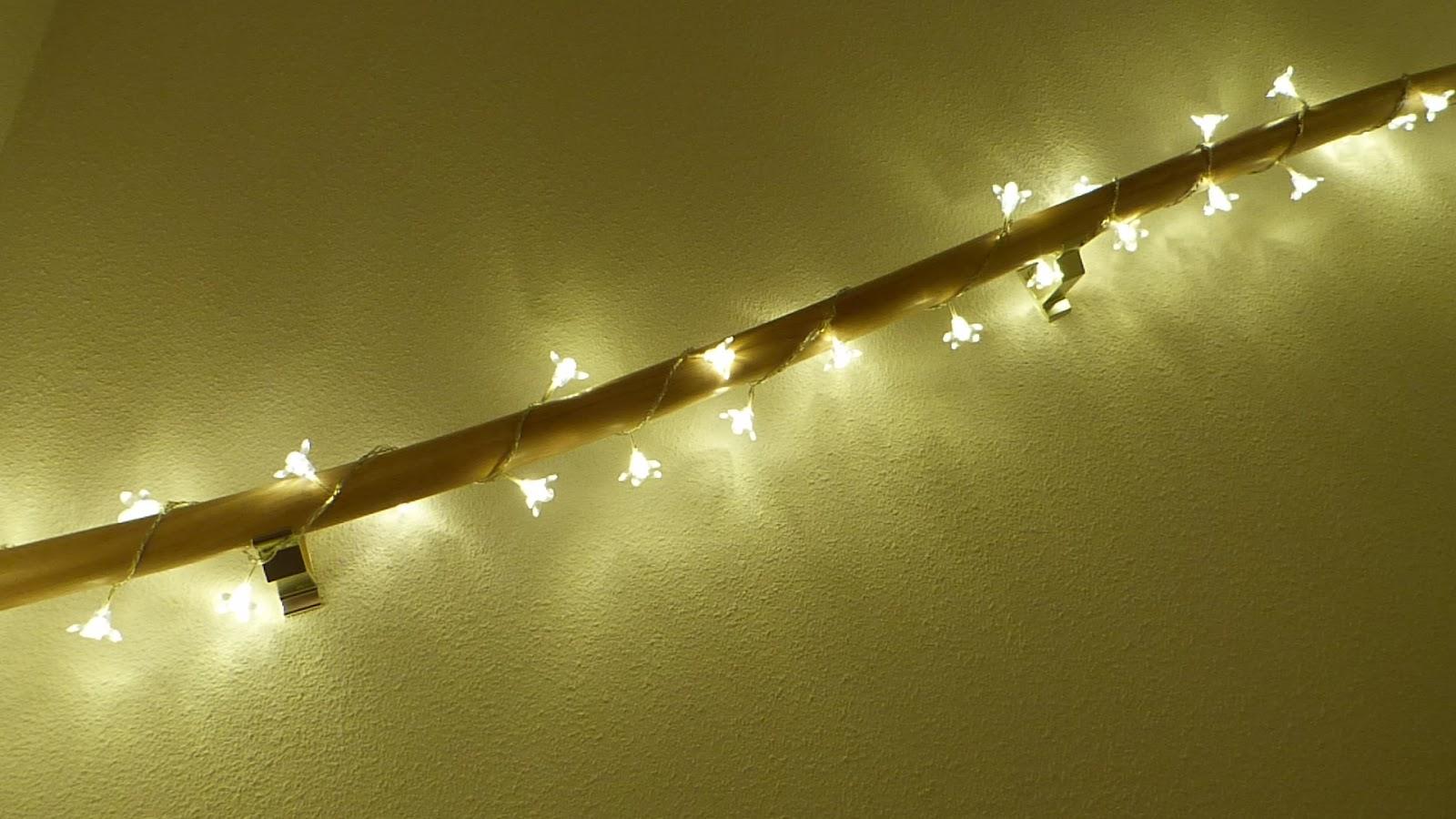 het brocante schelpenhuisje lampjes langs de trapleuning. Black Bedroom Furniture Sets. Home Design Ideas