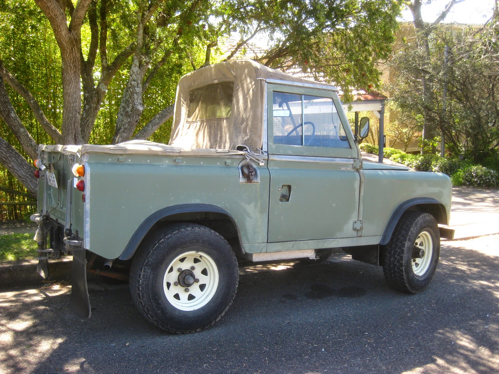 Aussie Old Parked Cars 1975 Land Rover Series III SWB Ute