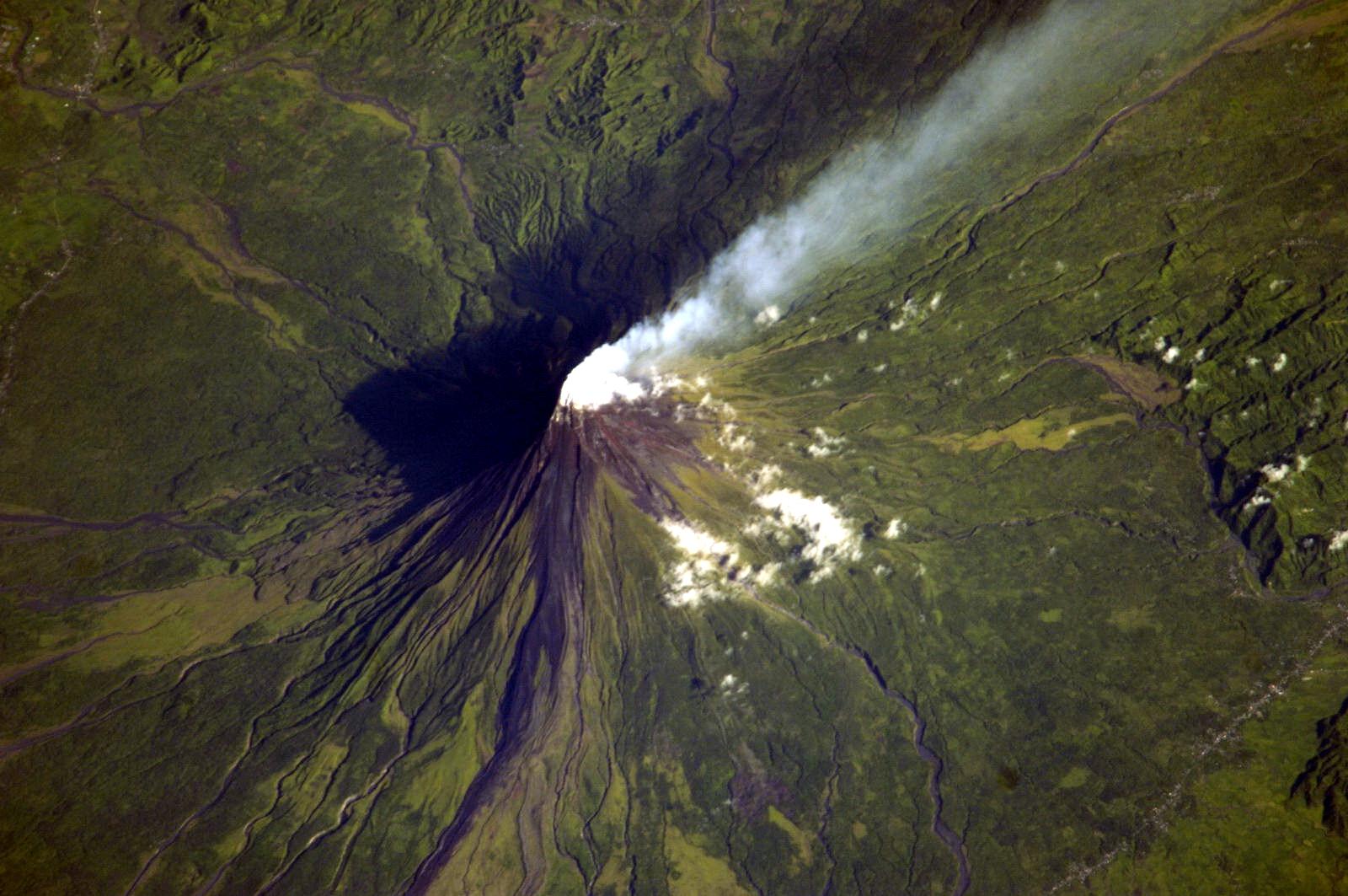 http://3.bp.blogspot.com/-CFX2PNUYv5g/TgUBpJ4v_QI/AAAAAAAAAlQ/97XA8onIc0U/s1600/vulkan_b_02.JPG