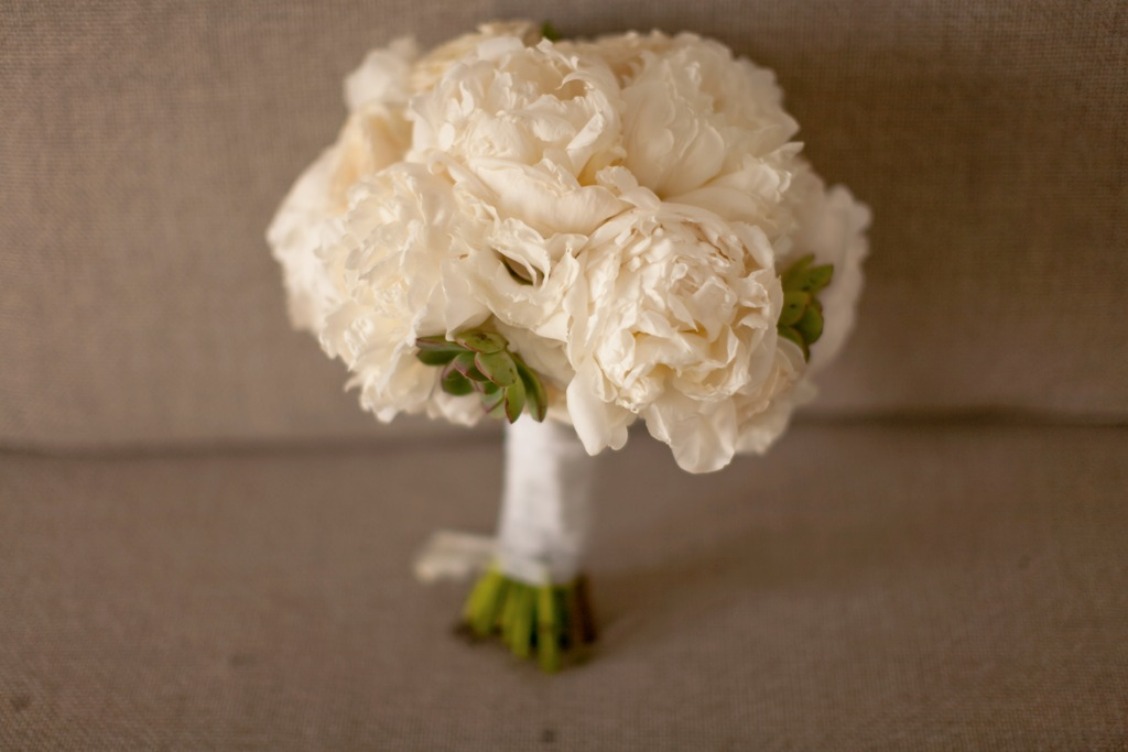 white peony garden rose w succulent bouquets