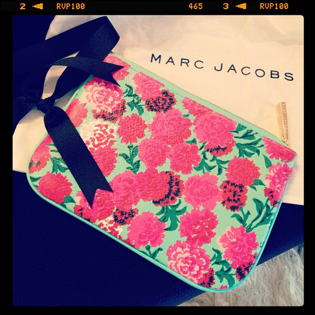marc jacobs floral clutch pouch