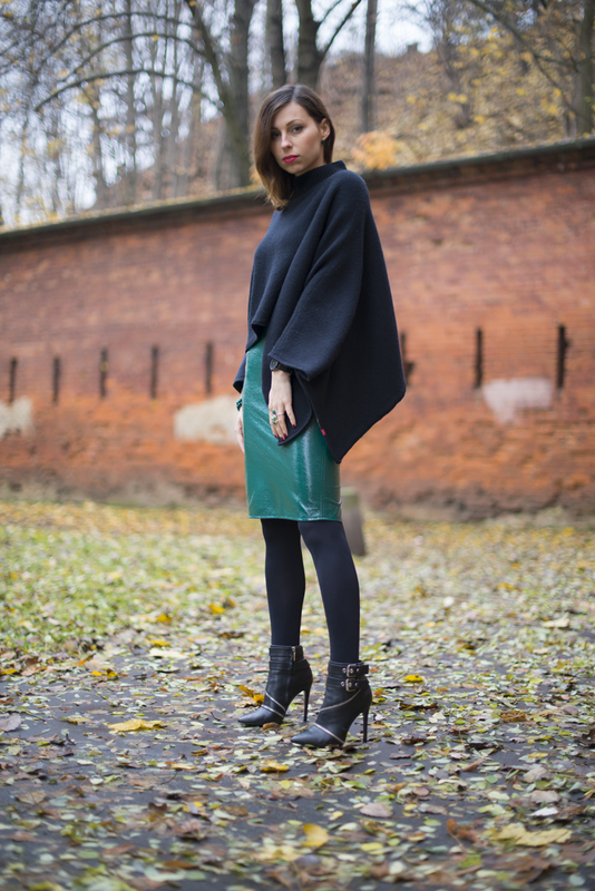 fashion blogger wearing green leather skirt