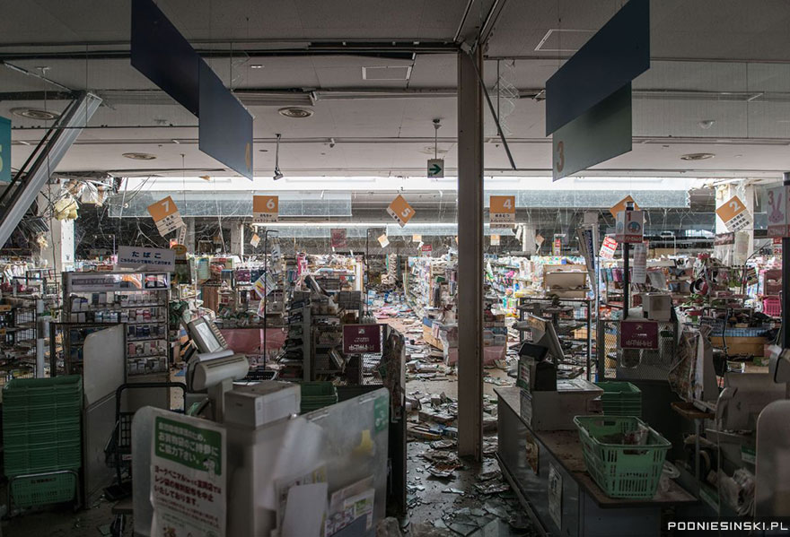 Another photo from within a supermarket feels eerily similar to those from post-apocalyptic movies - Never-Before-Seen Images Reveal How The Fukushima Exclusion Zone Was Swallowed By Nature