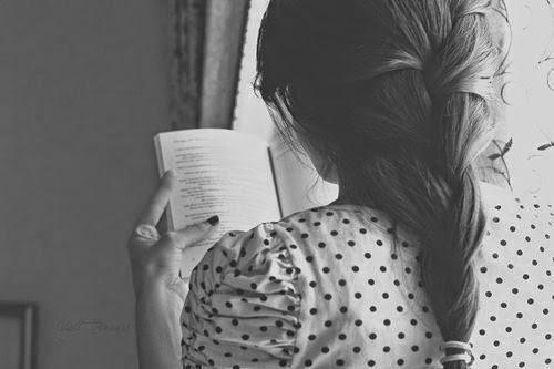 Hình nền những cô gái đam mê đọc sách và tiểu thuyết đẹp