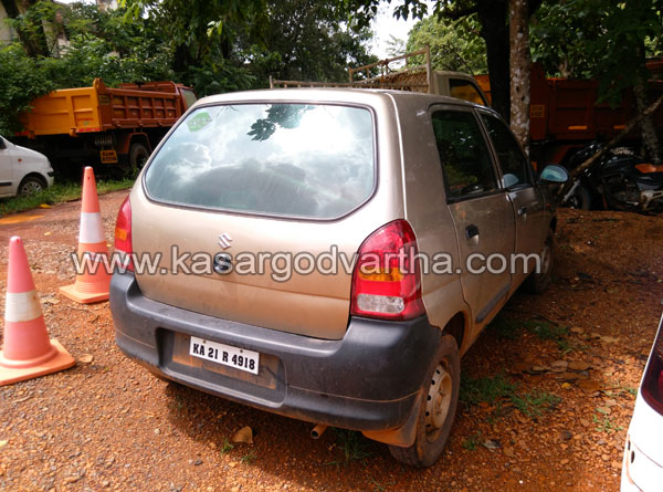 Kasaragod, Kerala, Police, Numberplate, Car, custody, Assault, Attack, Fake number plate car in police custody.