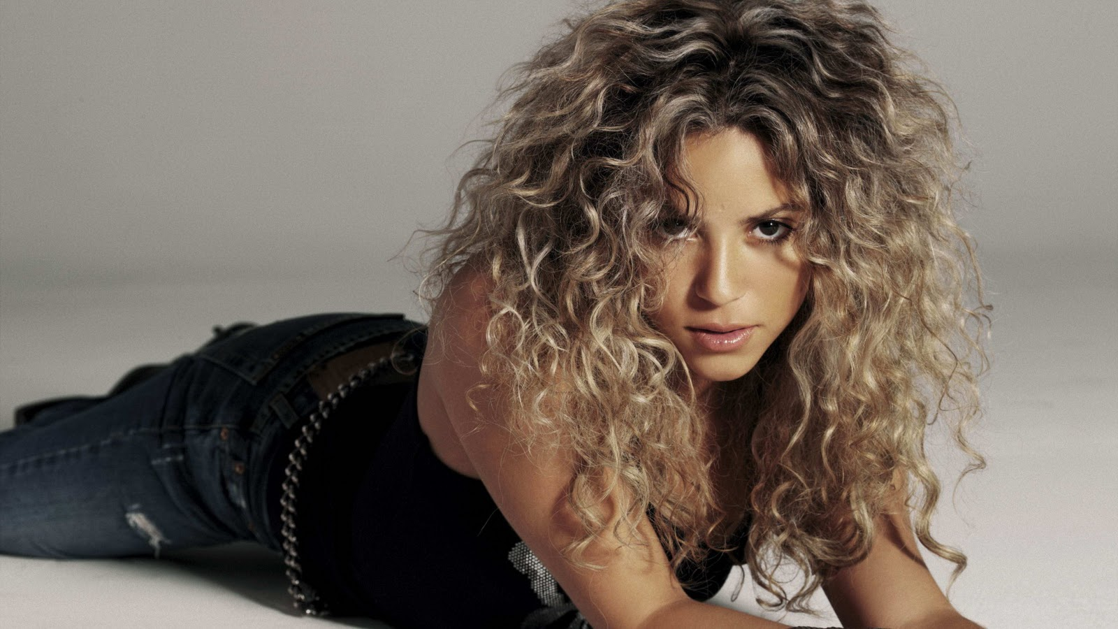 Shakira Pictures Bio Wiki Clothing Wallpapers Movies Latest News