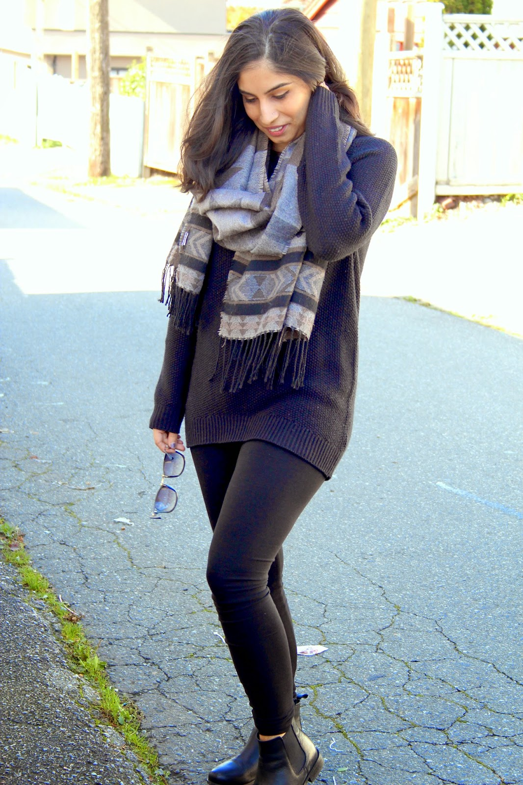 all black fall casual look chunky scarf http://www.footnotesandfinds.com