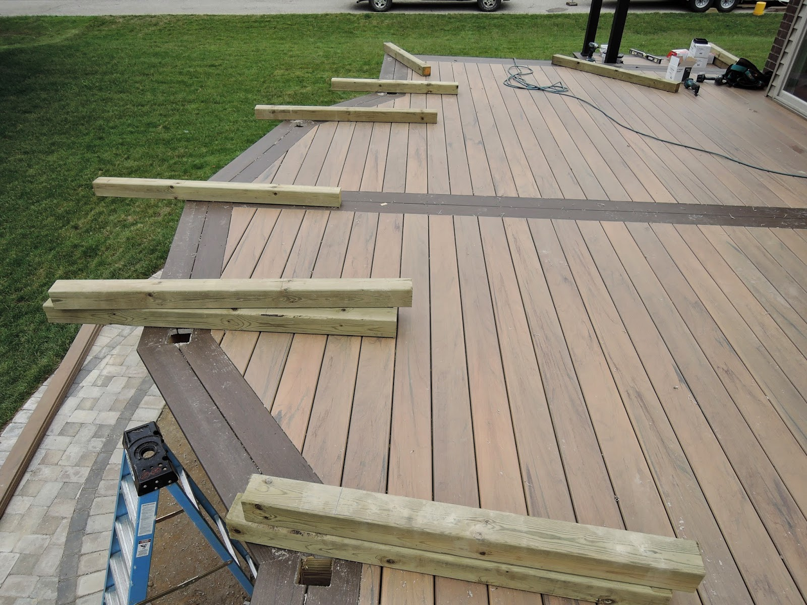 Outdoor living building composite decks rochester hills for Garden decking borders