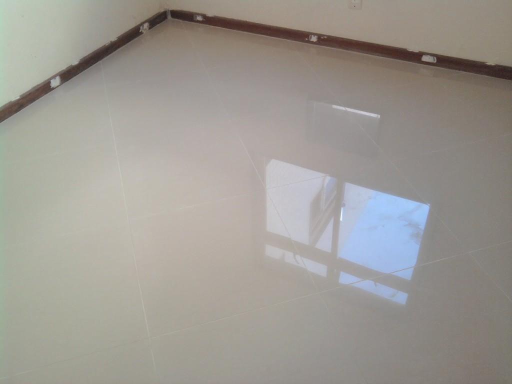 Porcelanato diagonal X reto e revestimento banheiro e cozinha #2B5AA0 1024x768 Banheiro Com Piso De Porcelanato Preto