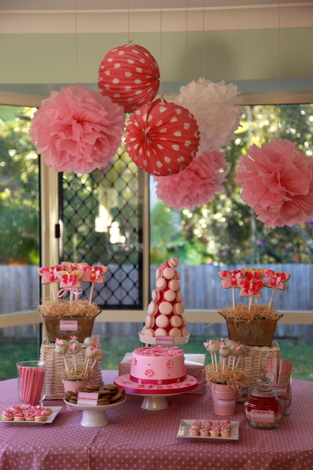 Minds musings tea parties wonderland high tea garden party for Baby birthday decoration photos