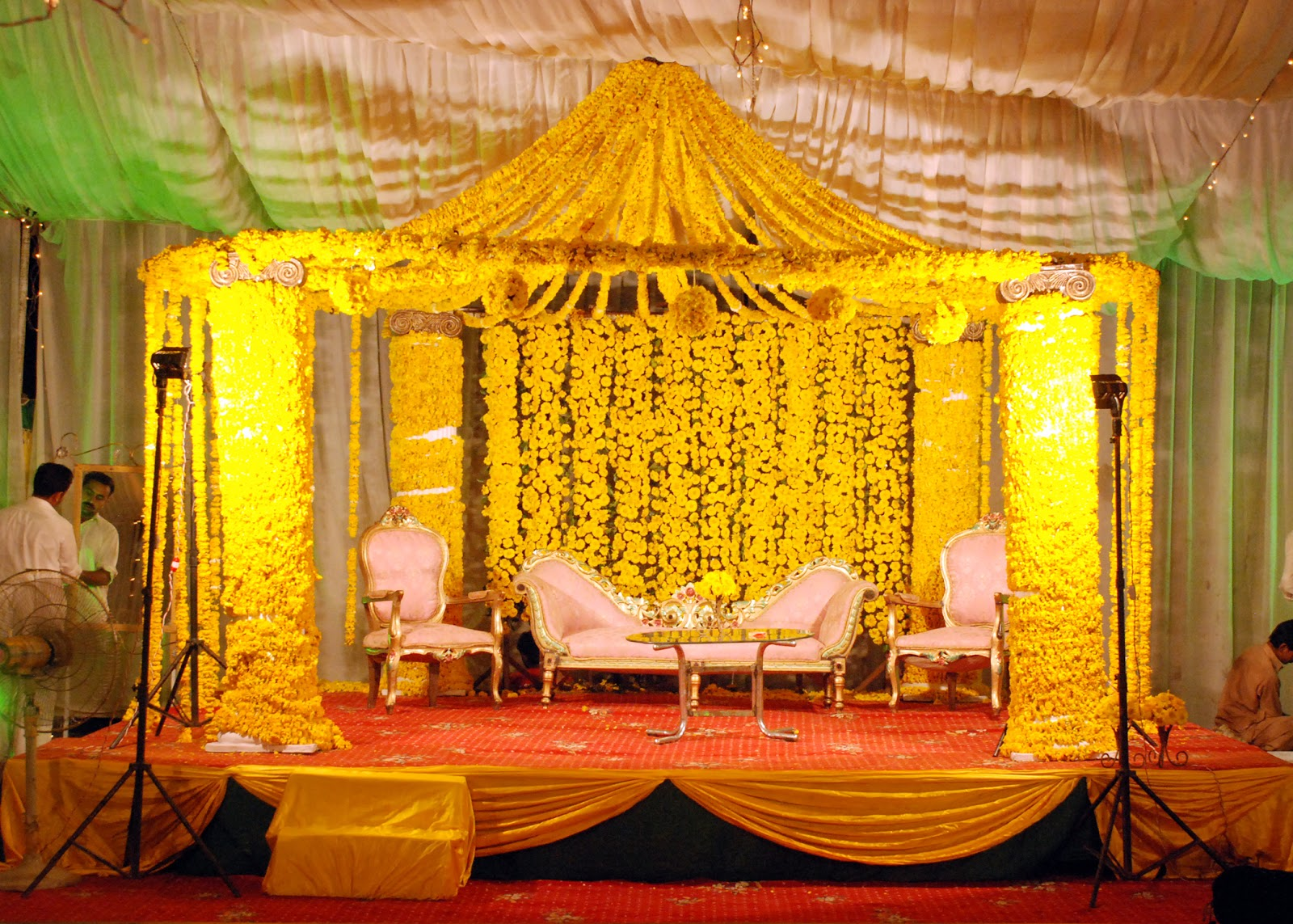 Best mehndi stage decoration ideas designs 2015 images hd for Mehndi decoration