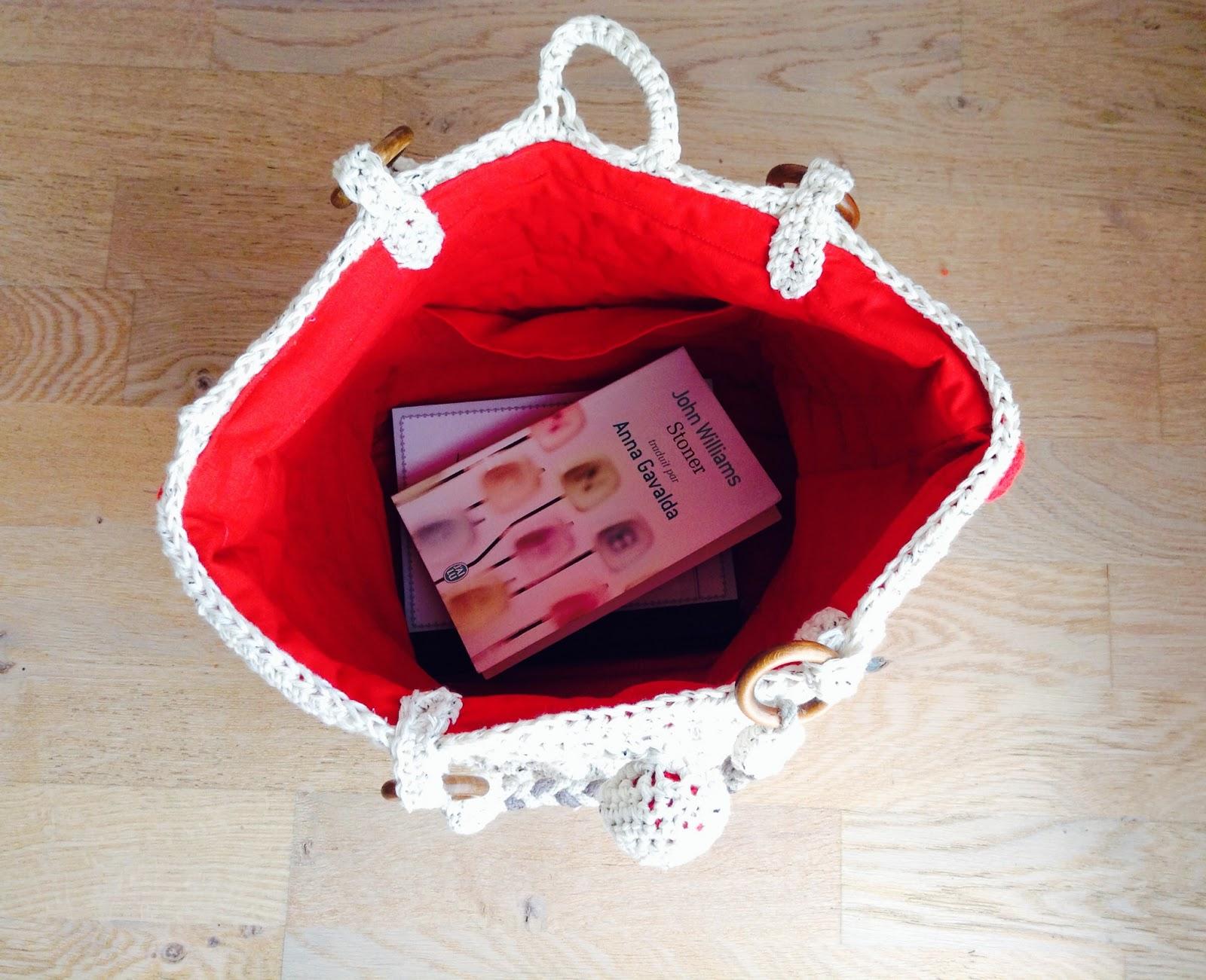 sac au crochet avec doublure en coton rouge