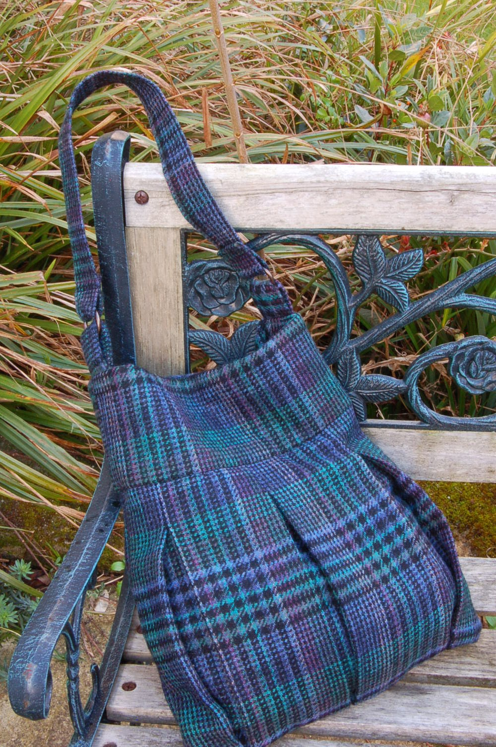 http://vickymyerscreations.co.uk/uncategorized/tweed-skirt-upcycled-bag/