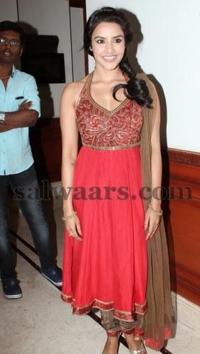 Priya Anand Sleeve Less Churidar