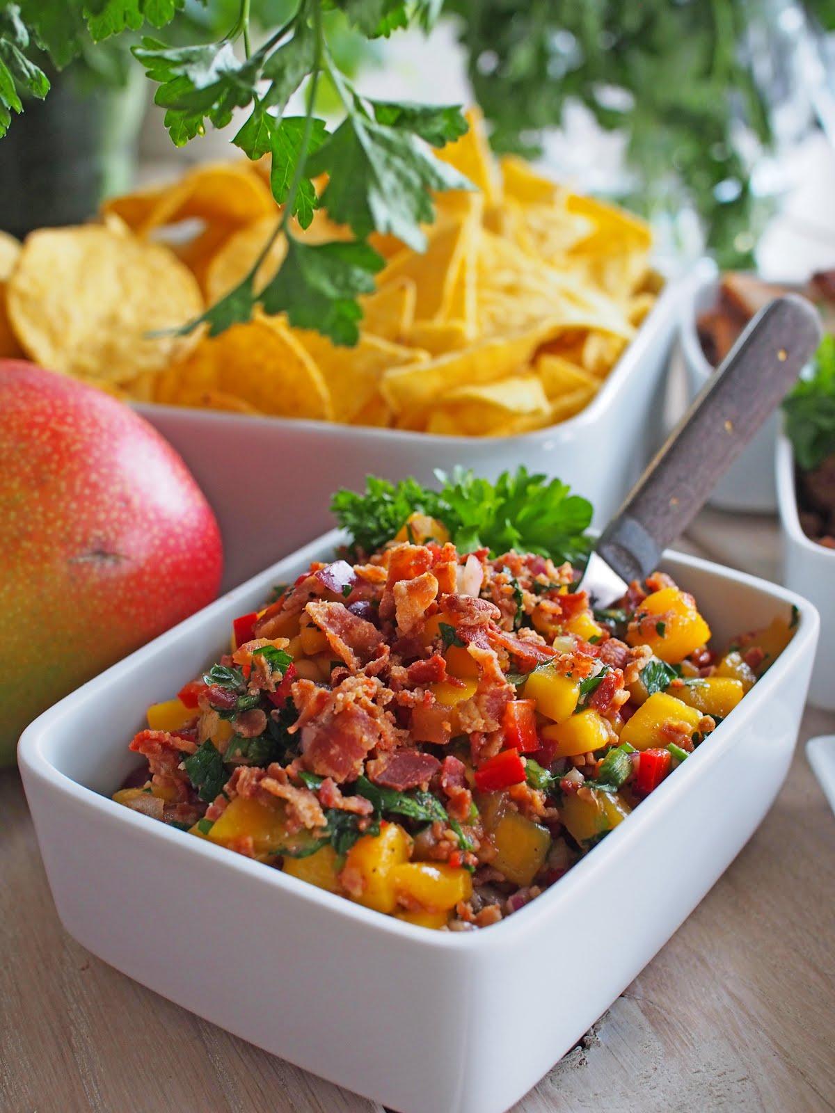 Jäätävän hyvä Pekoni- mangosalsa. Kurkkaa resepti.
