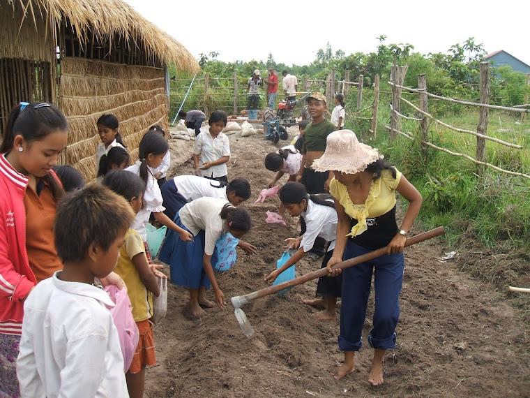 Jardins et cultures permettant l'autonomie alimentaire encore partiell de l'école Domaines en 2008.