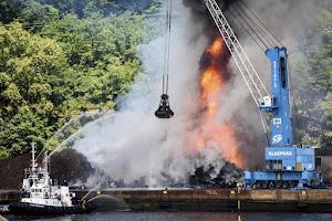 Tu firma por una información veraz sobre el incendio en el puerto Pasaia