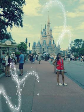 - Gorda, elegí, volver a Disney o toda una vida conmigo? - CORRETE QUE TENGO FAST PASS