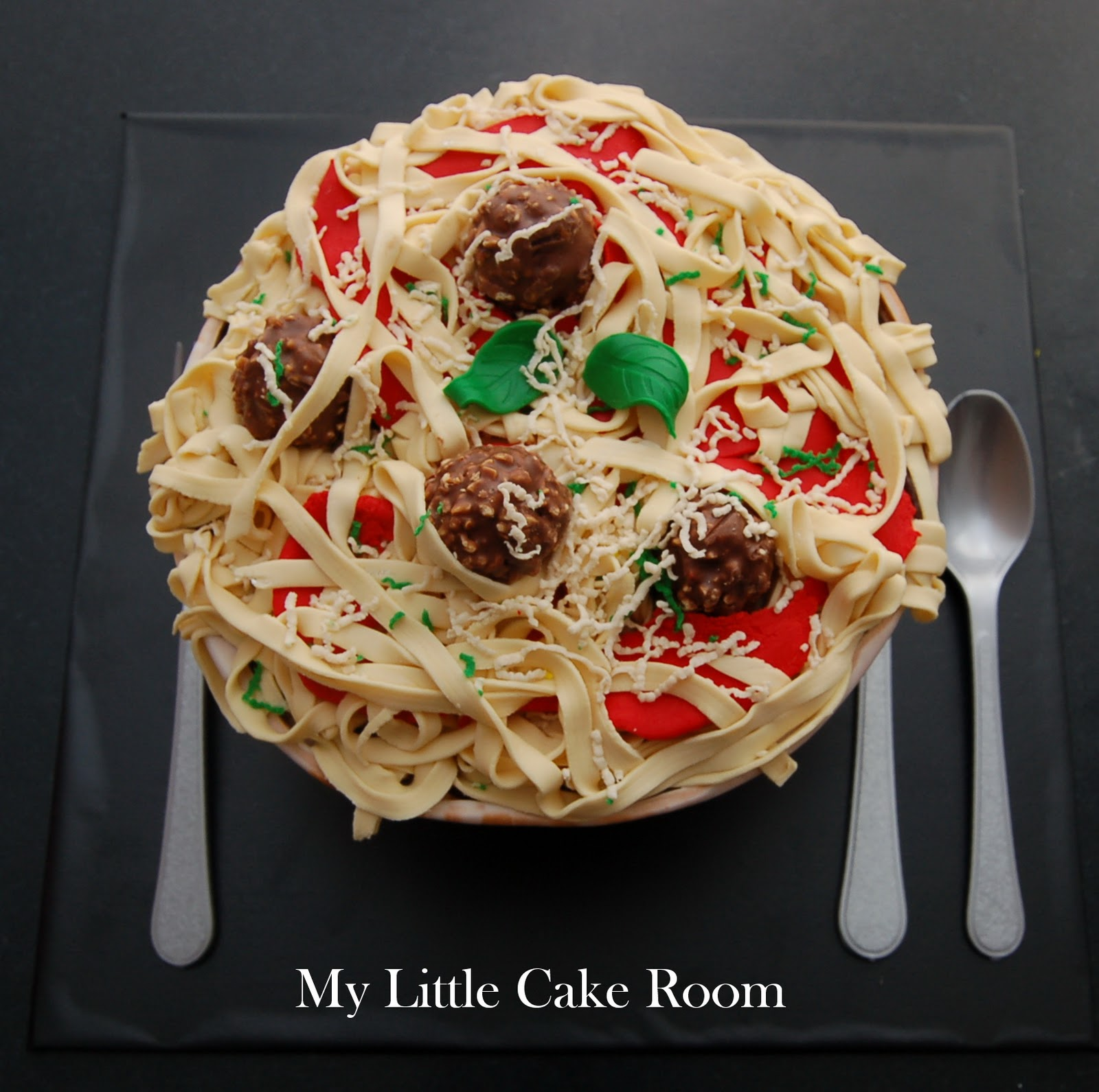 My Little Cake Room: Today's special: Pasta with meatballs cake