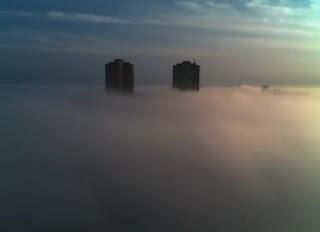 Timelapse bandar berkabus di Toronto