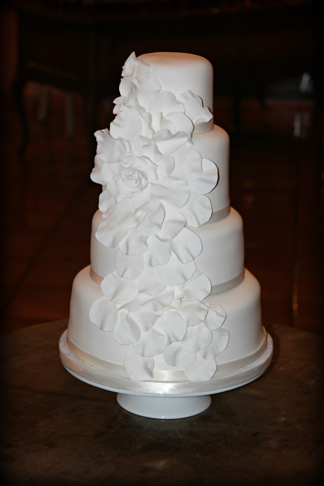 love is in the details The Most BEAUTIFUL Cake EVER