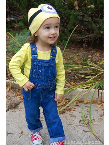 http://www.wineandglue.com/2013/10/minion-costume-with-easy-minion-hat.html
