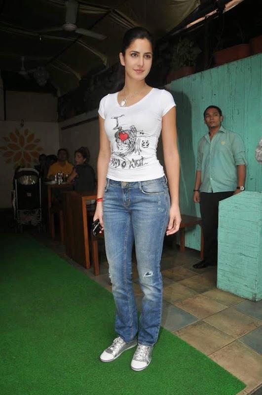 Hot Steamy Bollywood Actress Katrina Kaif Tight Tshirt u0026 Jeans