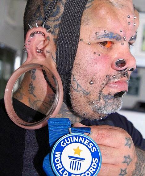 Manusia Pelik dengan Cuping Telinga Terbesar Di Dunia