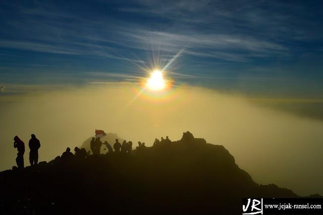 """Flagging in Peak of Rinjani - Lombok NTB"""