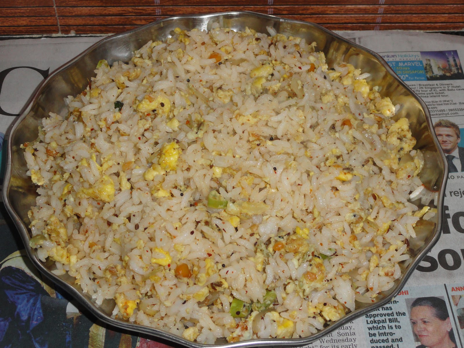 Now your simple egg fried rice is ready to taste .....