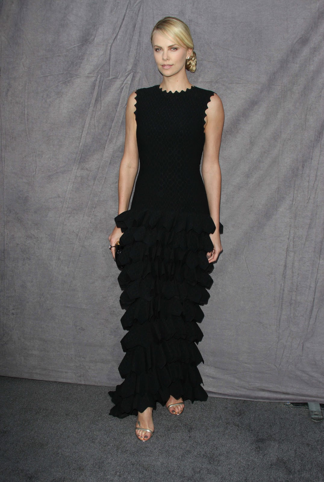 http://3.bp.blogspot.com/-CJPPWAFMisw/UN5opBdxXBI/AAAAAAAAcLw/ctzbx2Xhdjc/s1600/Charlize+Theron+New+Pic+2012+06.jpg