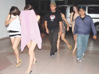 gambar pondan dicekup imigresen, gambar pondan dan bapuk, gambar bapok, pondan yang cantik, gambar pondan thailand 2013, gambar pondan, jabatan imgresen ipoh, kumpulan pondan thailand, gambar aneh dan pelik