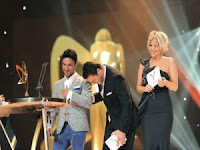 Tarkan and hosts at 38th Golden Butterfly Awards
