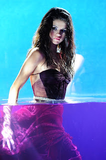 Selena Gomez Hot Wet Photos