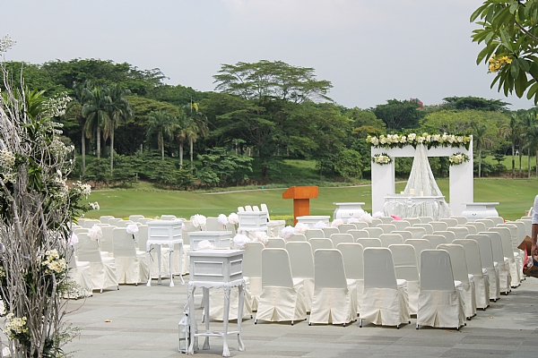 Outdoor wedding pakai jasa pawang hujan