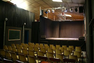 sala de teatro con butacas