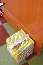 http://translate.googleusercontent.com/translate_c?depth=1&hl=es&rurl=translate.google.es&sl=ru&tl=es&u=http://www.sew4home.com/projects/fabric-art-accents/weighted-door-stop-cube&usg=ALkJrhhUTz1Az1mD5FkpXWuZSgGoNuCN5A