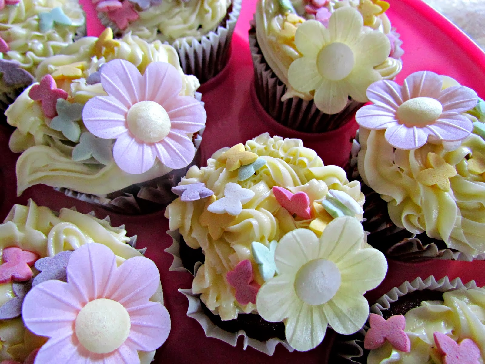 Red Velvet Cupcakes With Creamy Vanilla Icing ♥ | Dolly Dowsie