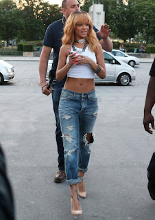 When did Rihanna Wear The Ripped Boyfriend Jeans Better ...