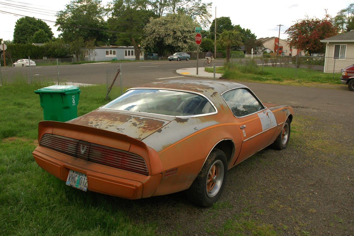 Old Firebird Car 1200 x 800 · 164 kB · jpeg