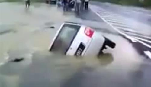 lopak air telan kereta perodua kancil malaysia