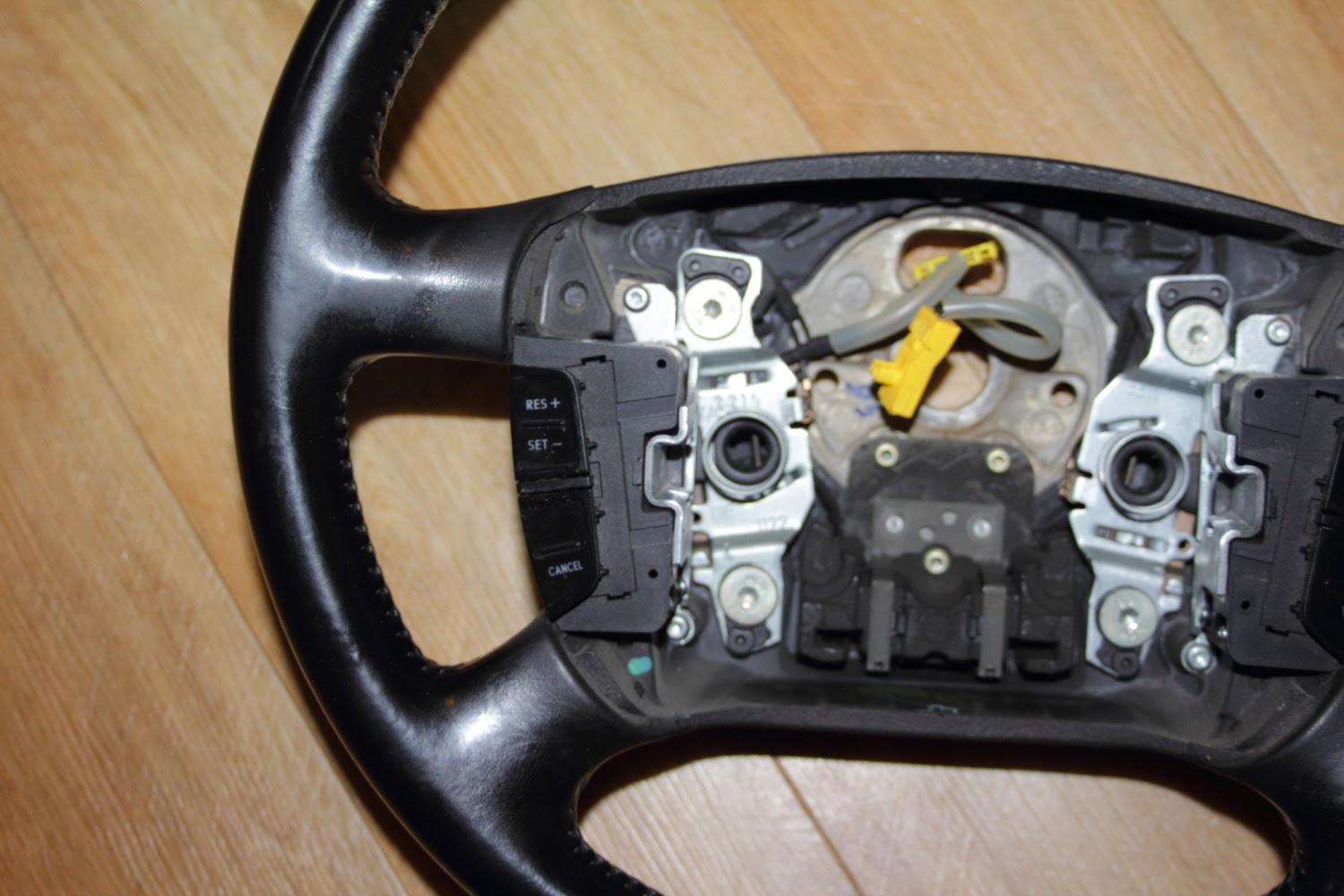 VW Golf Steering wheel airbag connectors