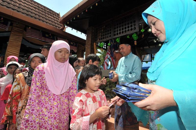 Gambar-Gambar Sekitar Majlis Sambutan Hari Raya Perantau 2011