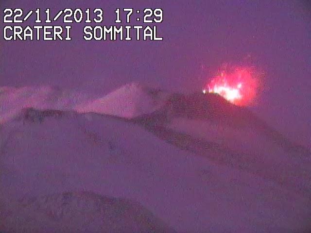 Activité strombolienne sur le volcan Etna, 22 novembre 2013