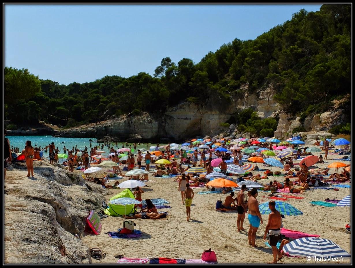 parasol plage Mitjana Minorque Menorca pleine saison playa beach