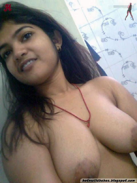 Indian desi babe striping to show her boobs in front of cam indianudesi.com